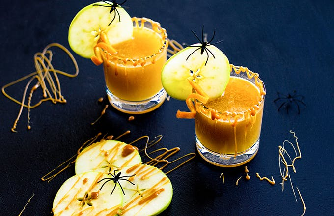 Spiced Caramel Apple Hot Toddy